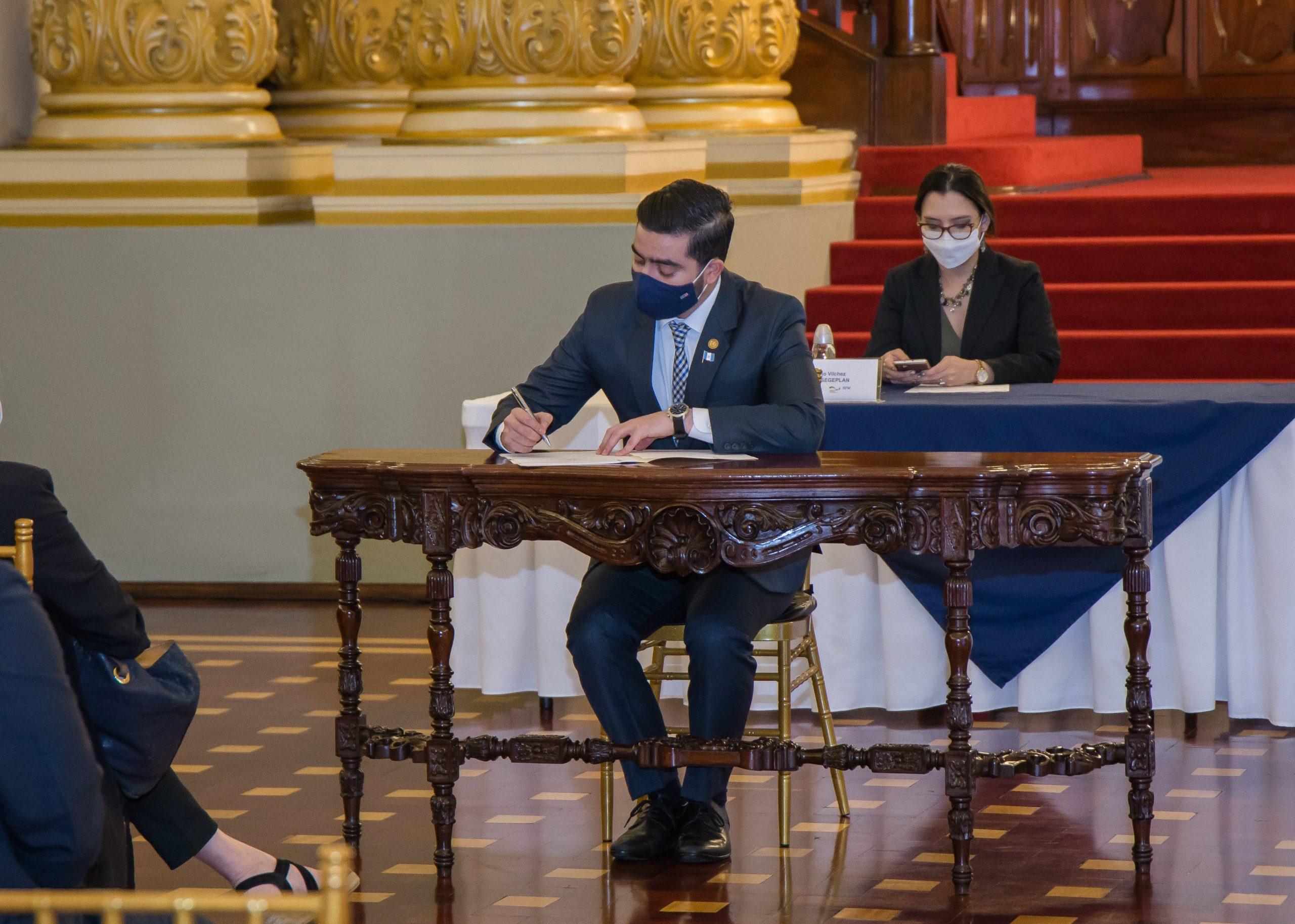 Firma del Contrato de Aporte Financiero del: Proyecto Consolidación del SIGAP, -Life Web- II