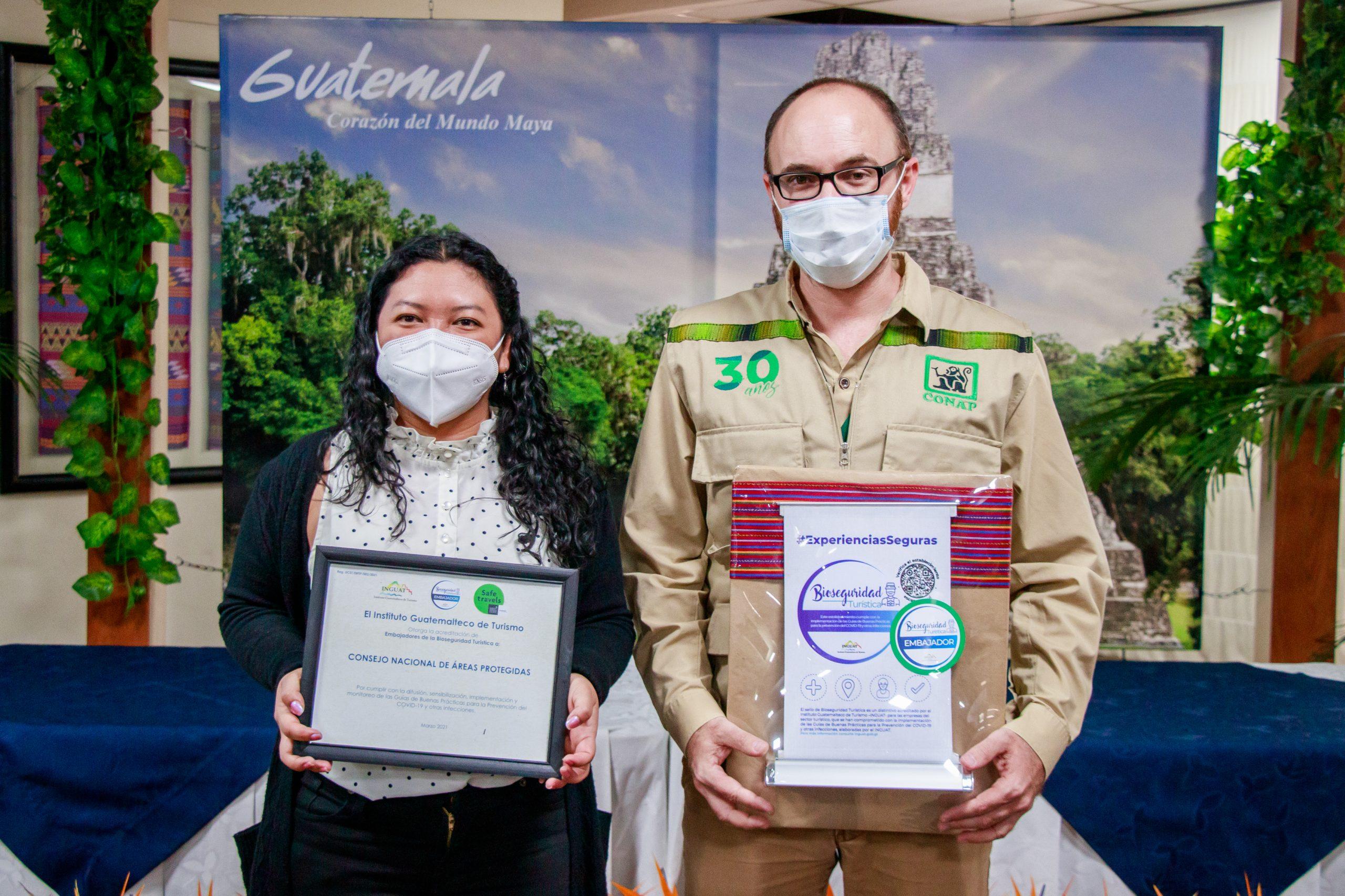 El INGUAT otorgó la acreditación como Embajadores de los Sellos de Bioseguridad Turística al CONAP