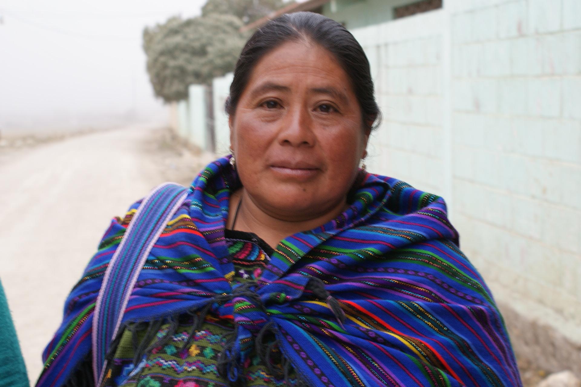 Hoja informativa en conmemoración al Día Internacional de la Mujer Indígena.